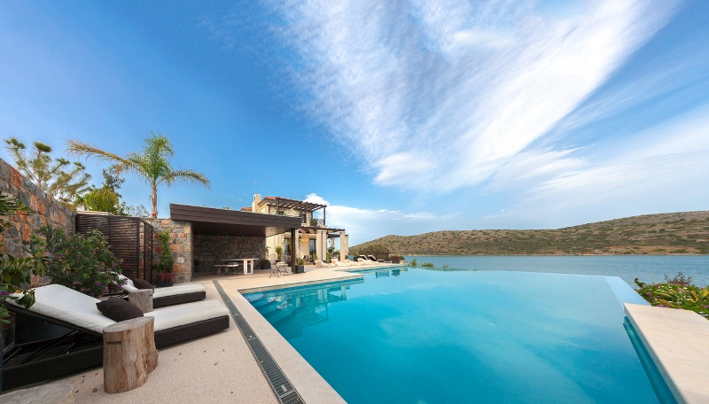 Luxury-property-in-Elounda-for-sale-swimming-pool
