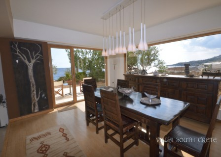 Villa-for-sale-south-of-Crete-dining-area