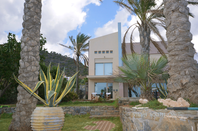 luxury-villa-for-sale-south-of-Agios-Nikolaos-Crete-with-palm-trees