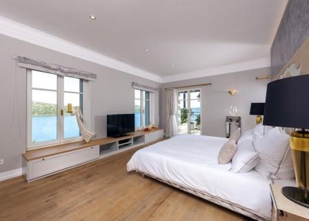 luxury-villa-in-Elounda-for-sale-bedroom
