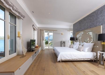 super-luxury-villa-in-Elounda-for-sale-bedroom