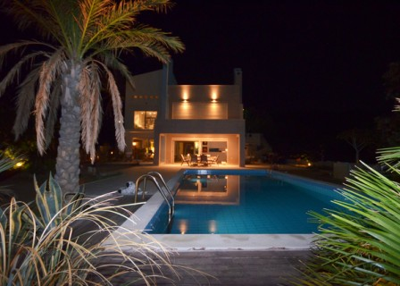 villa-in-Ierapetra-Crete-for-sale-night-aspect